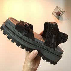 65ae743c2250 Chunky Vintage Skechers Jammers Sandals Platform cleated U.S - Depop
