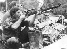 """captain-price-official: """" Australian Commando Squadron on Bougainville, 1945 """" Surprised to see the old to have made it that far, wonder how he got hold of that weapon as there would have been. Military Love, Army Love, Pearl Harbor, Hiroshima, Anzac Soldiers, Bomba Nuclear, Australian Defence Force, War Film, Vietnam War"""