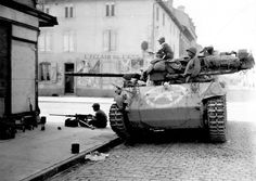 M18 Hellcat of the 603rd Tank Destroyer Battalion in the streets of the French town of Lunéville, 1944