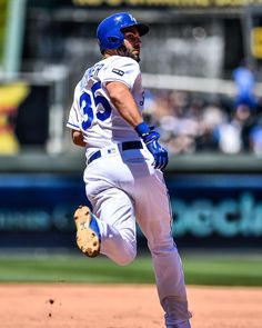 """7,811 Likes, 17 Comments - Kansas City Royals (@kcroyals) on Instagram: """"That one's gone. #VoteHos: royals.com/vote"""""""