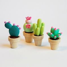 Cute cactus and succulents made out of polymer clay , fimo, premo Polymer Clay Kunst, Cute Polymer Clay, Cute Clay, Polymer Clay Miniatures, Fimo Clay, Polymer Clay Charms, Polymer Clay Projects, Polymer Clay Creations, Clay Crafts