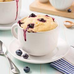 Mug cake aux bananes et bleuets Biscuits Graham, Cake Mug, Muffin Recipes, Coco, Muffins, Dessert Recipes, Dessert Ideas, Seafood, Vegetarian Recipes