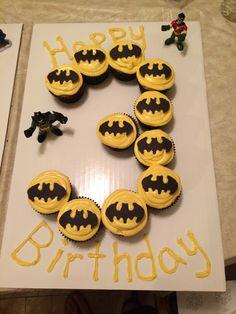 Batman cupcakes - Batman Party - Ideas of Batman Party - Batman cupcakes Lego Batman Birthday, Lego Batman Party, 4th Birthday Cakes, Superhero Birthday Party, 6th Birthday Parties, Birthday Fun, Batman Food, Birthday Ideas, Batman Party Supplies