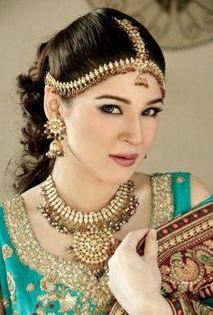 The blazing Ayesha Omar: A Pakistani actress, model, and singer. She is particularly known for her role as Khoobsurat in Bulbulay. Born October 12, 1981