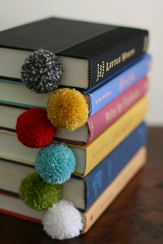 I use to love to make yarn pom poms. What a great way to use them! fun!! Wat Mooi