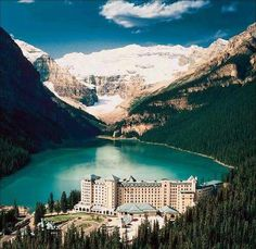 bah i love banff! would love to go back and stay in this hotel instead of sleeping on church floors...