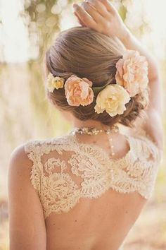 Beautiful wedding style with floral piece #hairstyles #flowers