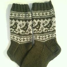 Ravelry: Pyryt pattern by Niina Laitinen - free knitting pattern Crochet Socks, Knit Mittens, Knitting Socks, Free Knitting, Baby Knitting, Knitted Hats, Knitting Patterns, Knit Crochet, Knit Socks