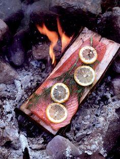Zalm-op-plankje voor 4 personen • 10 min bereidingstijd (+ 30 min oventijd en 1 uur wachttijd)