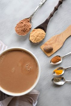 This latte is a quick way to get your daily dose of maca powder. It tastes delicious and the combination of maca and cacao makes this latte and incredible superfood… Shot Recipes, Latte Recipe, Honey And Cinnamon, Like Chocolate, Cacao Powder, Natural Energy, Tasty Dishes, Superfood, Food Print