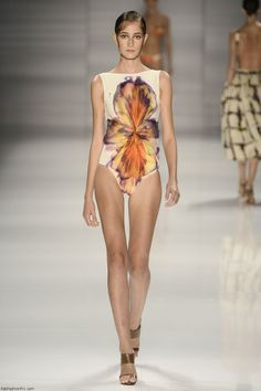 Brazilian fashion designer Lenny Niemeyer presented his new spring/summer 2015 collection last night at Fashion Rio. The focus was on elegant swimwear with Summer Breeze, Spring Summer 2015, I Dress, Body, Ideias Fashion, Fashion Beauty, One Piece, My Style, Swimwear