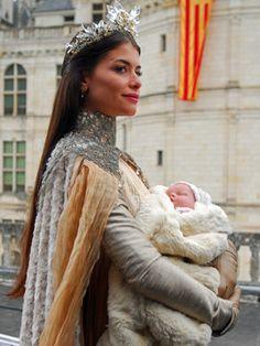 Alinne Moraes / Rainha Cristina em Chambord . Linda !