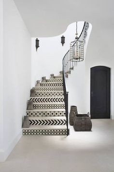 Staircase Design Ideas - When it comes to renovating a home, probably you just focus on the most-used areas such as bedroom, kitchen, and bathroom. Therefore, you neglect your staircase. That's why I've had pretty staircase design ideas to inspire you. Architectural Digest, Interior Architecture, Interior And Exterior, Decoration Hall, Decorations, Tile Stairs, Tiled Staircase, White Staircase, Contemporary Stairs