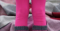 Minunpiti päivittää nämä sukat blogiin jo eilenystävänpäivänä, mutta emme ehtineet kuvaamaan näitä valoisan aikaan. Tässä siis juuri ystä...