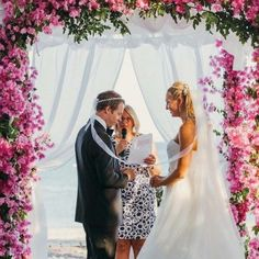 Ellwed Talks with Meet Elisabeth, learn all about this and find out tip and advice about planning your wedding in Greece Greece Wedding, Plan Your Wedding, Daily Inspiration, Advice, Meet, How To Plan, Celebrities, Wedding In Greece, Celebs