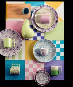 Ícone do design: Karim Rashid - ARTEMEST Green Chandeliers, Funky Furniture, Furniture Design, Plywood Furniture, Purple Vase, Icon Design, Design Shop, Design Design, Mesas