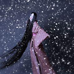 Memoirs of a Geisha - ZiYi Zhang as Sayuri - Costume designed by Colleen Atwood Geisha Makeup, Colleen Atwood, The Last Samurai, Memoirs Of A Geisha, Sound Of Rain, Movies Worth Watching, Movie Costumes, Winter Scenes, Popular Culture