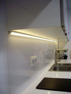 That will motivate you Led Under Cabinet Lighting Ideas – nyamanhome - All For House İdeas Kitchen Interior, New Kitchen, Modern Interior, Kitchen Modern, Interior Design, Kitchen Sink, Led Under Cabinet Lighting, Kitchen Lighting, Modern Lighting Design