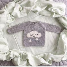 Regnskygenser Den søteste og mykeste strikkegenseren jeg noen gang har strikket! Oppskrift fra flinke @lillerilledesignNye teknikker lært: Intarsia, (på skyen) og brodering med maskesting (regndråpene). Veldig, veldig gøy! #regnskygenser #knitting_inspiration #houseofyarn_norway #knitting #knitting_inspire #knittersofinstagram #babyknits @camcam_cph Baby Boy Knitting, Baby Knitting Patterns, Baby Patterns, Hand Knitting, Crochet Baby, Knit Crochet, Baby Kids, Kids Fashion, Graphic Sweatshirt