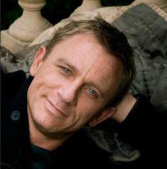 Daniel Craig- that smile.... aaahhhh