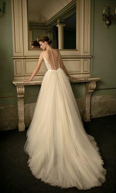 Fashion Friday: Berta Bridal S/S 2016 | Graceful | Sexy | Regal | Lace | Train | Sheer | Sheath | A-line | V-neck | Ballgown | Beadwork | Backless | Long sleeves | Mermaid | http://brideandbreakfast.hk/2016/04/08/berta-bridal-ss-2016/