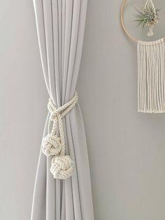 Macrame Design, Macrame Art, Macrame Projects, Macrame Knots, Macrame Wall Hanging Patterns, Macrame Patterns, Modern Window Treatments, Curtain Holder, Macrame Curtain