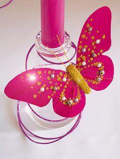 Lot de 2 papillons sur pince Perles et Paillettes. Décorez vos verres avec ces magnifiques pinces en forme de papillons. Avec quelques strass dessus : un déco enchanteresse !