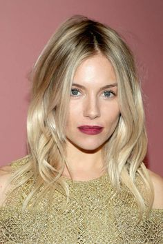Sienna Miller Photos Photos - Actress Sienna Miller attends the celebration of 'The Tale of Thomas Burberry' with Sienna Miller and Dominic West at Burberry Soho on November 2016 in New York City. - Sienna Miller and Dominic West Celebrate 'The Tale o My Hairstyle, Pretty Hairstyles, Bob Hairstyles, Wedding Hairstyles, Layered Hairstyles, Hair Day, New Hair, Sienna Miller Hair, Sienna Miller Fringe