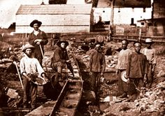 This picture depicts how White and Chinese Forty-niners worked the mines during the gold rush. This website also has archives that give other facts about the gold rush and other points in history around the time of the rush. Us History, American History, Chinese American, History Timeline, Mexican American, Strange History, History Channel, Early American, Ruée Vers L'or