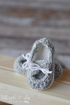 Free Crochet Pattern - Baby Boat Booties | Your little one will be stylin' in these adorable little boat shoes. {Free Pattern by Whistle and Ivy}