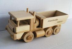 LKW holzerne Geschenk auf der http://www.soly-holzspielzeug.de/alle-holzspielzeug/holzerne-geschenke-lkw-369.htmlBasis