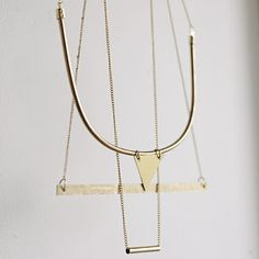 Love this layering of necklace.