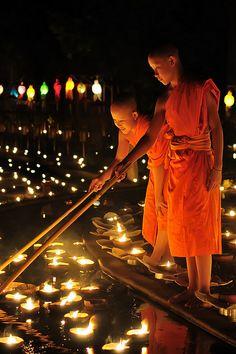 Yee Peng Festival, (Wat Puntao) Chiang-Mai, Thailand by Doy Pdamobiz