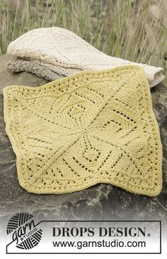 Knitted DROPS cloths with lace pattern in Belle. Free pattern by DROPS Design.
