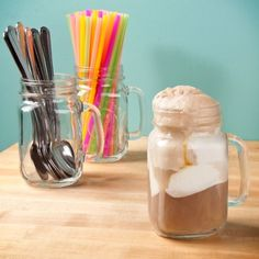 mason jar root beer float @Elizabeth Henderson did this for Emily's baby shower.