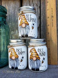 Mason Jar Art, Mini Mason Jars, Mason Jar Crafts, Bottle Crafts, Coffee Jar Crafts, Happy Jar, Bee Happy, Mason Jar Projects, Biscuit