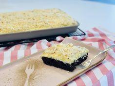 Ein toller Kuchen mein Sägespänekuchen - der auf dem Ofenzauberer James von Pampered Chef® gebacken wurde. Krispie Treats, Rice Krispies, Cheesecake, Desserts, Tricks, Food, Sprinkles, Thermomix, Oven