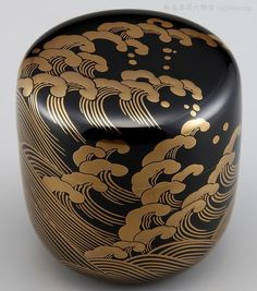 棗・海桐花の図蒔絵は、波をあらわす美しい線が棗全体を彩る、寄せてはかえす波頭を描いた棗。
