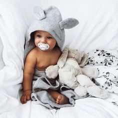 Babies are cute and adorable, so should be all baby accessories! Check out these irresistibly cute hooded towels that keep your kids dry and warm! So Cute Baby, Baby Kind, Cute Kids, Cute Babies, Cute Children, Boy Babies, Pretty Kids, Babies Nursery, Babies Clothes