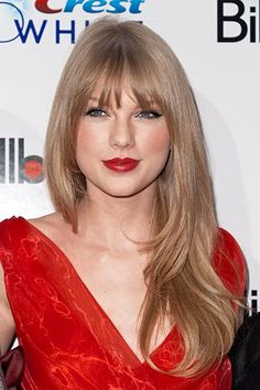 5 Celebs Who Now Have Bangs (So How Do We Feel About Them?) this pic of taylor swift is so gorgeous. i'm marveling at how ashy her hair looks. a lot like my natural color. Taylor Swift Hot, Taylor Swift Bangs, Taylor Swift Hair Color, Taylor Swift 2012, Red Taylor, Blonde Pony, Blonde Bangs, Ash Blonde, Hair Bangs