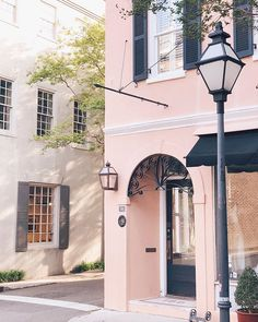 Savoring the last few days of whats been our routine for the past year while our house has been renovated. I cant wait to get back in our home but I will miss these morning walks to coffee! #homereno #movingbackin #charleston #explorecharleston #springtime #goodmorning