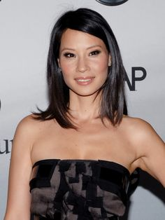 Lucy Liu's shoulder sweeping style.