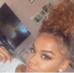 Image in Hair goals 💆🏽 collection by Nia. Love Hair, Gorgeous Hair, Curly Hair Styles, Natural Hair Styles, Hair Laid, Natural Curls, Thing 1, Hair Looks, Pretty Hairstyles