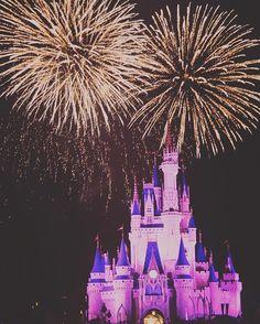 #weekendweekendweekend Happy #FireworkFriday  #monorailsandmickeytales