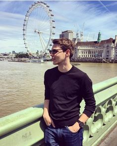 Robbie Kay - I've stood on that same bridge in that same place before. Peter Pan Ouat, Robbie Kay Peter Pan, Peter Pan Imagines, Once Upon A Time Peter Pan, Heroes Reborn, Disney Quotes, British Actors, Perfect Man, Neverland