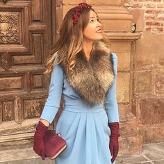 Add reddish/burgundy to pale blue for a winter look Winter Wedding Outfits, Winter Wedding Guests, Winter Dresses, Dress Winter, Races Fashion, Vogue Fashion, Party Fashion, Fashion Outfits, Fashion Moda