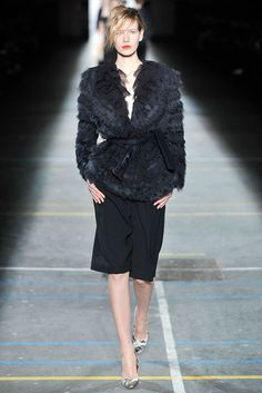 Dries Van Noten Fall 2009 Ready-to-Wear Fashion Show - Alyona Osmanova