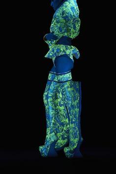 グッチ 「光るシルク」使った現代美術家スプツニ子!の新作アート展開催   Fashionsnap.com