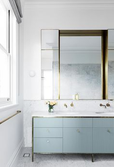Glamorous modern bathroom with marble floor and gold rimmed mirror. Modern Victorian, Victorian Terrace, Classic Bathroom, Modern Bathroom, House Inside, Australian Homes, Modern Coastal, Minimalist Interior, Coastal Homes