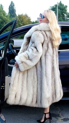 Real Fur Coat Fit UK 10-12-14-16 new condition polar fox saga in Vêtements…